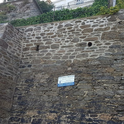 Mur d''enceinte en pierre - bord de mer - Dinard (35)