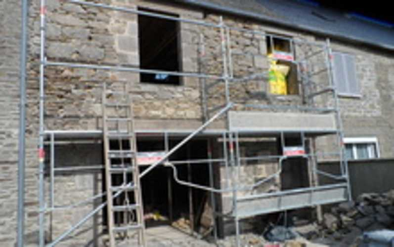 Maçonnerie traditionnelle :ouvertures mur de pierres sam0245