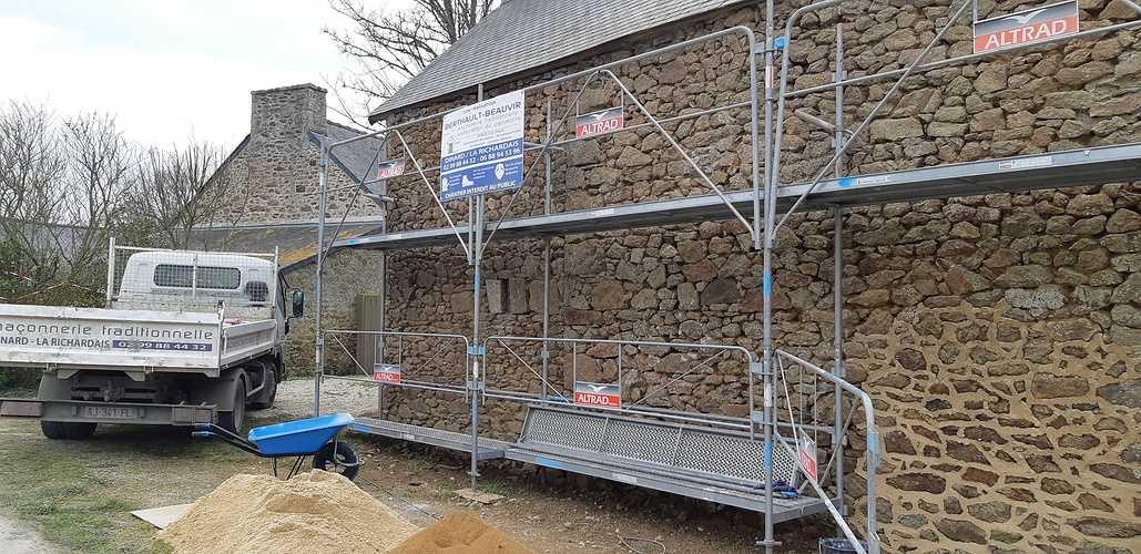 Chantier réfection joints à la Chaux - Domaine situé à Pleurtuit (35) 201803221517551