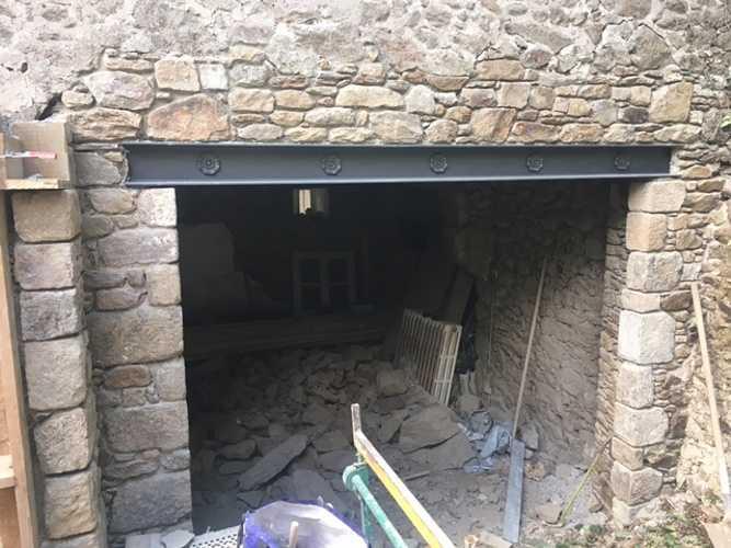 Percement mur pierre avec linteau métallique 0
