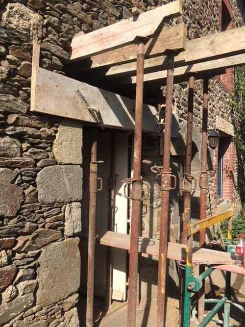 Remplacement de linteau bois par un linteau béton bouchardé et percement mur- Pleurtuit img1931